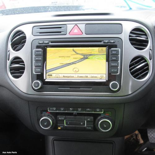 111559 used radio cd dvd satellite tv for 2010 tiguan. Black Bedroom Furniture Sets. Home Design Ideas